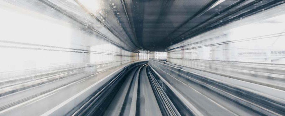 Photo tunnel noir et gris